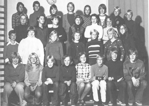 8A-yhteisluokan luokkakuva vuodelta 1976-1977.
